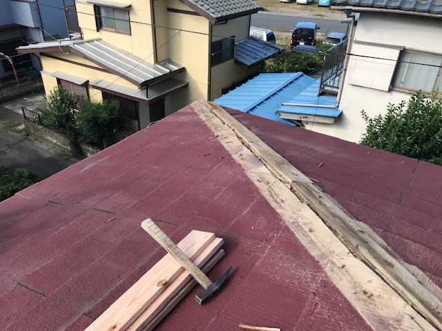 東京都世田谷区 屋根板金工事 スレート屋根 棟包み板金の修理 (1)