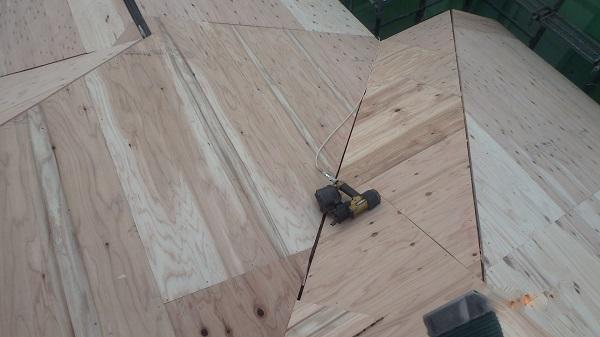 東京都杉並区 屋根カバー工法 野地板、ルーフィング張り (2)