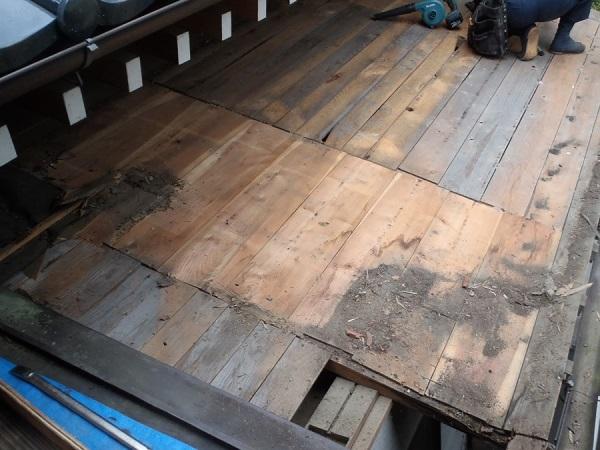 東京都世田谷区 屋根葺き替え 玄関庇一部の垂木、野地板、ルーフィング交換 (2)