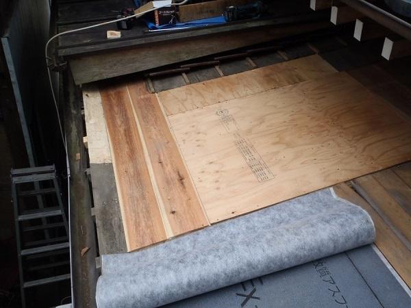 東京都世田谷区 屋根葺き替え 玄関庇一部の垂木、野地板、ルーフィング交換 (4)