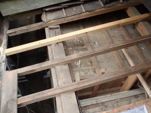 東京都世田谷区 屋根葺き替え 玄関庇一部の垂木、野地板、ルーフィング交換 (3)