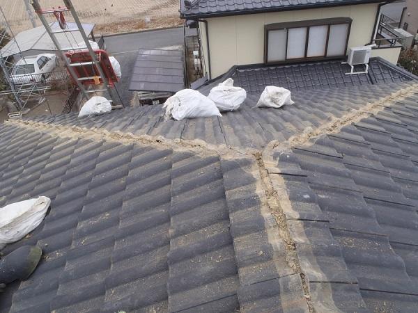 東京都世田谷区 瓦屋根・漆喰工事 既存、棟瓦外し 漆喰撤去 (1)