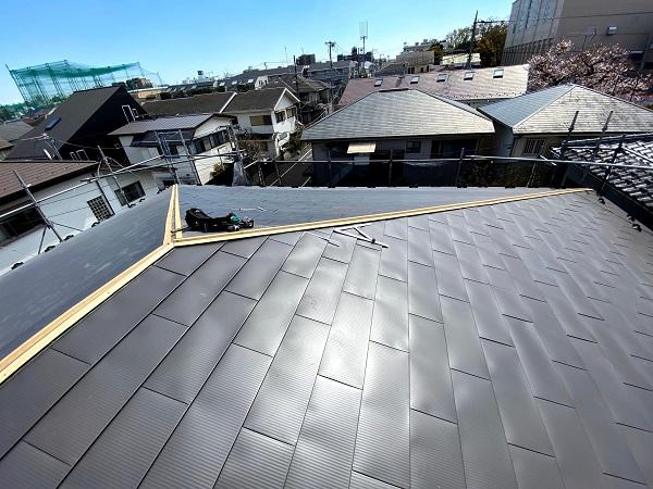 東京都杉並区 屋根カバー工法(重ね葺き工法) ガルバリウム鋼板横葺き (4)