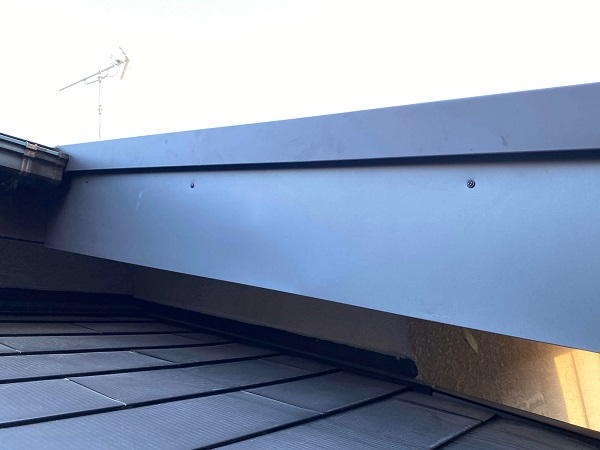 東京都世田谷区 屋根葺き替え工事 貫板と棟板金を取り付けて完工 (2)