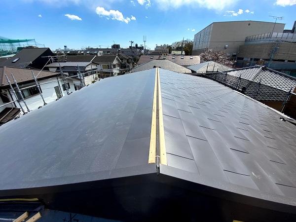 東京都杉並区 屋根カバー工法(重ね葺き工法) ガルバリウム鋼板横葺き (2)