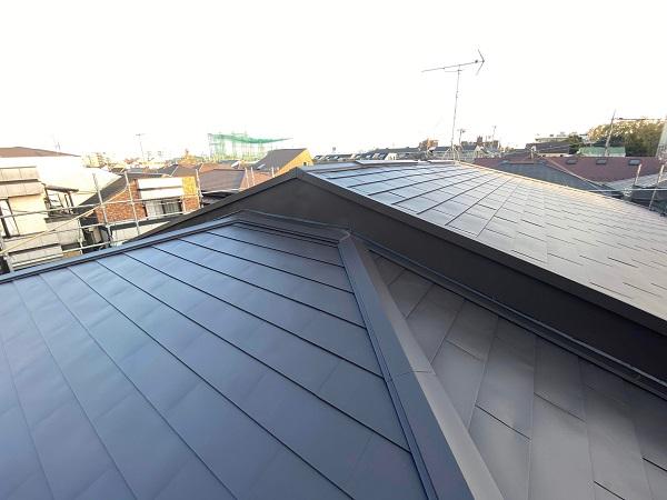 東京都世田谷区 屋根葺き替え工事 貫板と棟板金を取り付けて完工 (3)