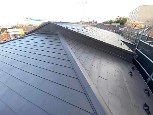 東京都世田谷区 屋根葺き替え工事 貫板と棟板金を取り付けて完工 (4)