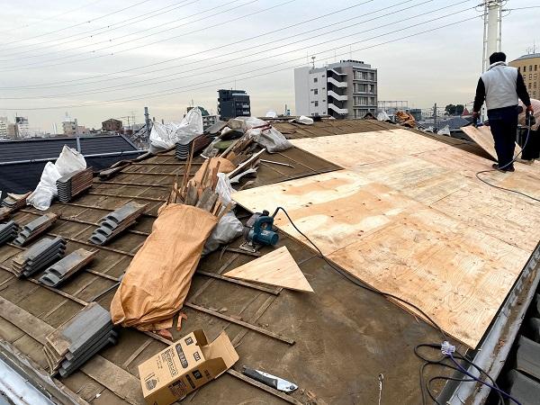 東京都中野区 瓦屋根葺き直し工事(既存撤去) (1)