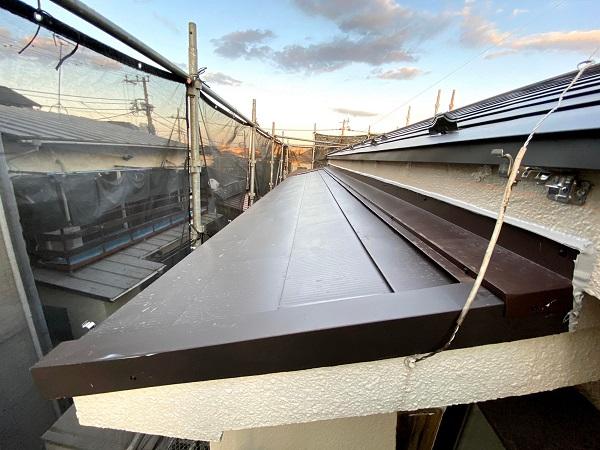 東京都杉並区 屋根工事 雨押え、唐草板金、ガルバリウム鋼板の取り付け作業