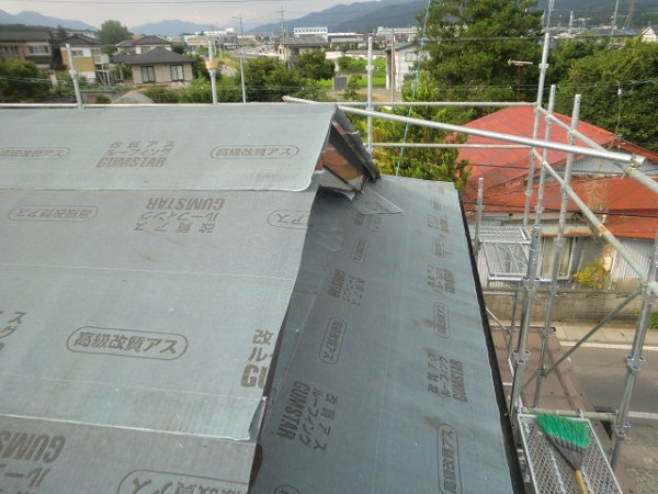 東京都杉並区 屋根カバー工法(重ね葺き工事) ガルバリウム鋼板ににリフォーム (6)