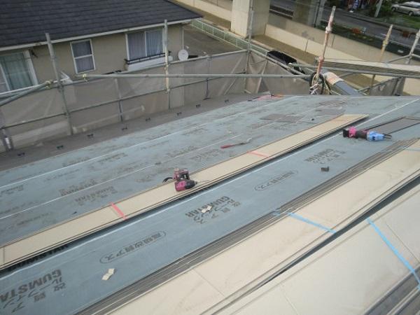 東京都杉並区 屋根葺き替え工事 ルーフィング張り ガルバリウム鋼板 (1)