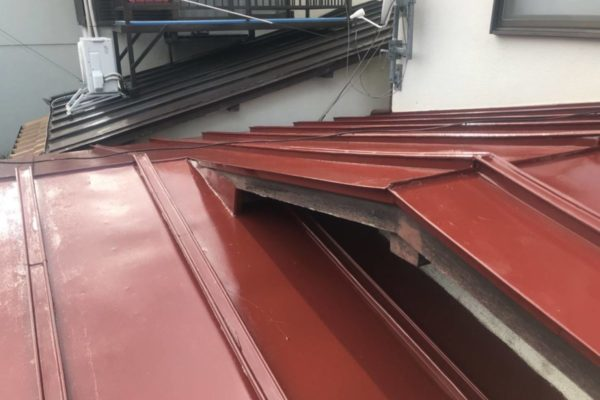 東京都世田谷区 屋根塗装工事 トタン(瓦棒)屋根 (2)
