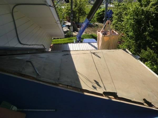 東京都世田谷区 屋根葺き替え工事 瓦屋根をガルバリウム鋼板に葺き替え (1)