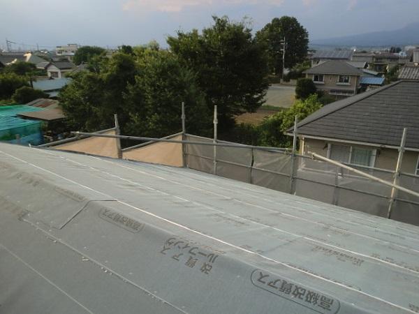 東京都杉並区 野地板と雨押え・ルーフィングの張り付けの工事 (3)