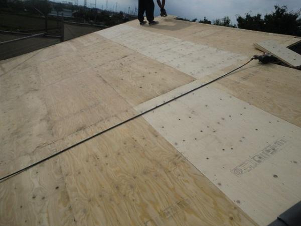 東京都杉並区 野地板と雨押え・ルーフィングの張り付けの工事 (1)