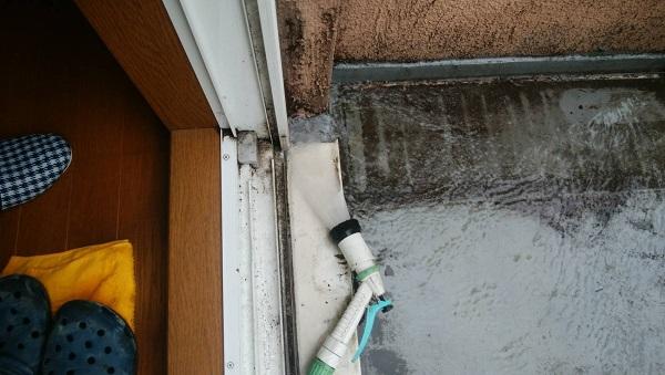 東京都杉並区 防水工事 雨漏り 事前調査 ベランダ サッシ、防水層の取り合いの劣化 (2)