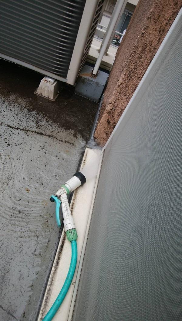 東京都杉並区 防水工事 雨漏り 事前調査 ベランダ サッシ、防水層の取り合いの劣化 (1)