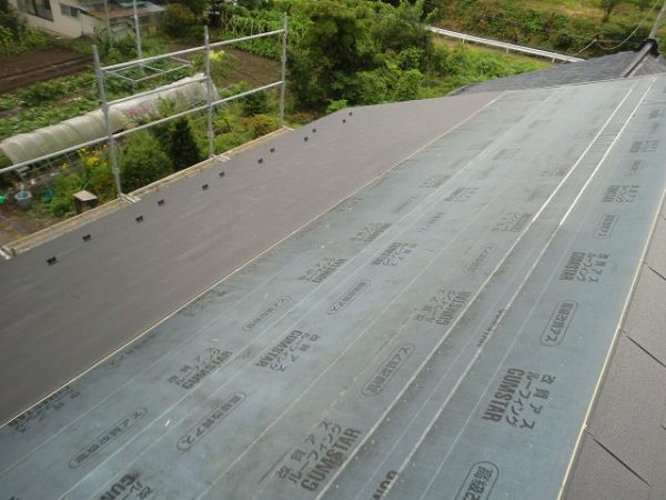 東京都杉並区 屋根葺き替え工事 瓦屋根からガルバリウム鋼板へ (1)