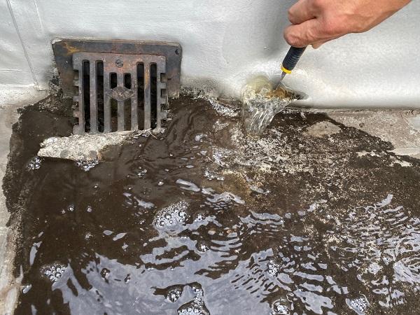東京都杉並区 防水工事 シート防水工事 塩ビシートとゴムシートの差 下地処理(清掃)