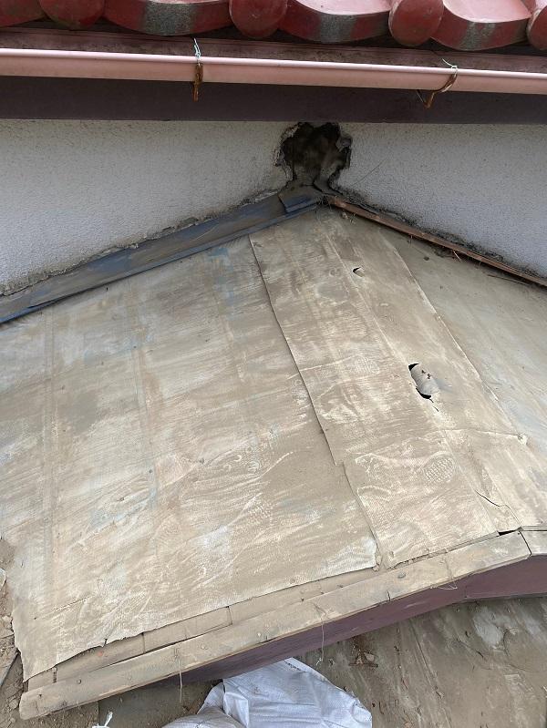 東京都杉並区 下屋葺き替え工事 外壁塗装 雨樋交換 屋根材撤去 ルーフィング PカラーEX+ (3)