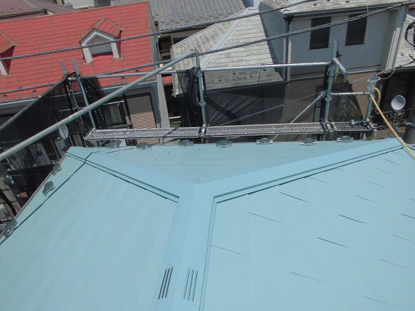東京都杉並区 屋根葺き替え工事 屋根材上葺き 雪止め 棟板金取付 (3)
