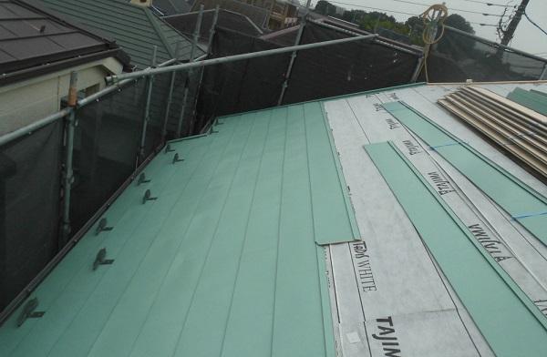 東京都杉並区 屋根葺き替え工事 屋根材上葺き 雪止め 棟板金取付 (2)
