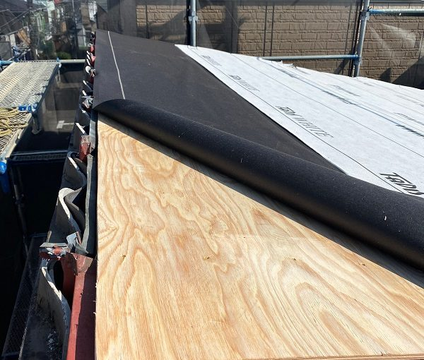 東京都中野区 屋根葺き替え工事 野地板の設置 F☆☆☆☆の構造用合板 田島ルーフィング タディスホワイト (4)