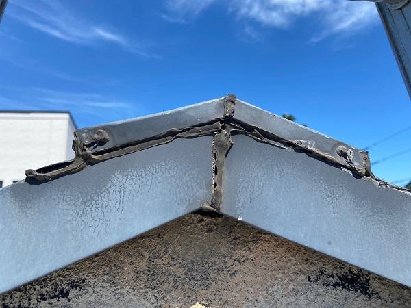 東京都杉並区 屋根カバー工法(重ね葺き工事)・コーキング工事 破風板廻りのコーキング劣化による雨漏り ブリード現象 (7)