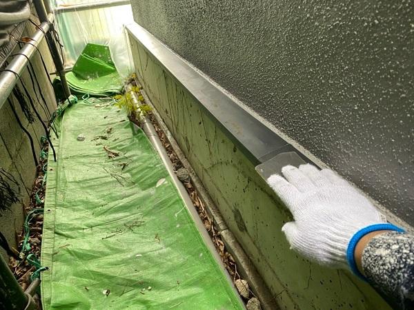 東京都世田谷区 外壁・屋根塗装等外装リフォーム 雨樋・水切り・エアコンホースカバーの塗装 (1)