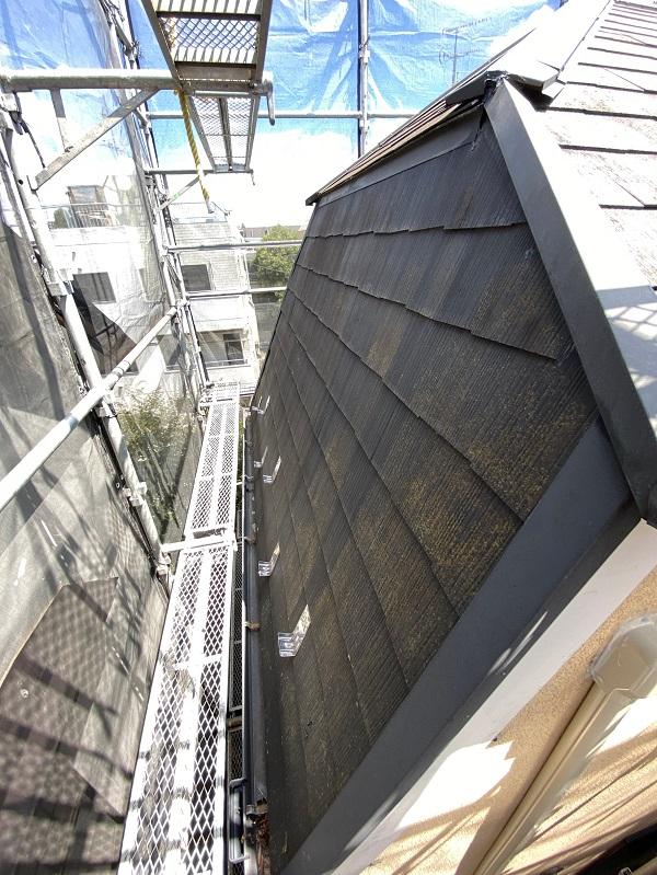 東京都世田谷区 外壁・屋根塗装等外装リフォーム 着工 近隣の方々へのご挨拶 急勾配屋根の足場設置1 (2)