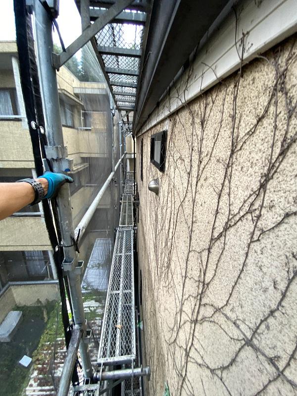 東京都世田谷区 外壁・屋根塗装等外装リフォーム 着工 近隣の方々へのご挨拶 急勾配屋根の足場設置