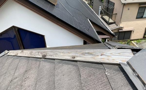 東京都世田谷区 外壁・屋根塗装等外装リフォーム 雨漏り調査 棟板金 屋根材の色褪せ・ひび割れ1 (2)