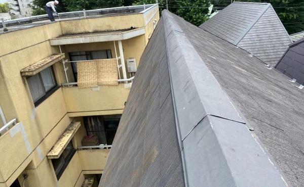 東京都世田谷区 外壁・屋根塗装等外装リフォーム 雨漏り調査 棟板金 屋根材の色褪せ・ひび割れ1 (3)