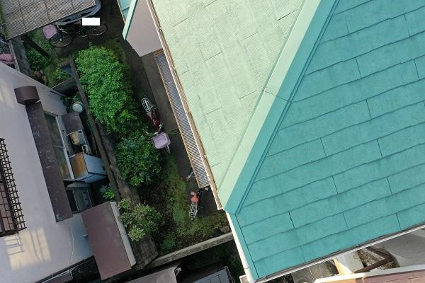 東京都杉並区 屋根塗装 事前調査 ドローン 棟板金の釘の浮き 屋根材の汚れ、カビ2