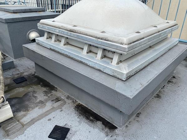 東京都世田谷区 Mビル 防水工事 屋上の劣化状況 天窓からの雨漏り (2)