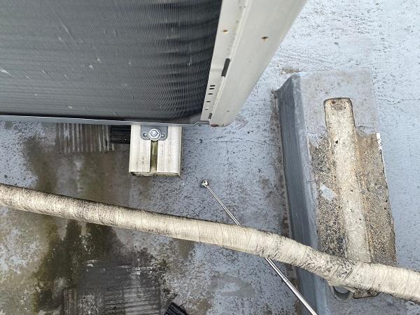 東京都世田谷区 Mビル 防水工事 屋上の劣化状況② 排水不良 防水膜の剥がれ (6)