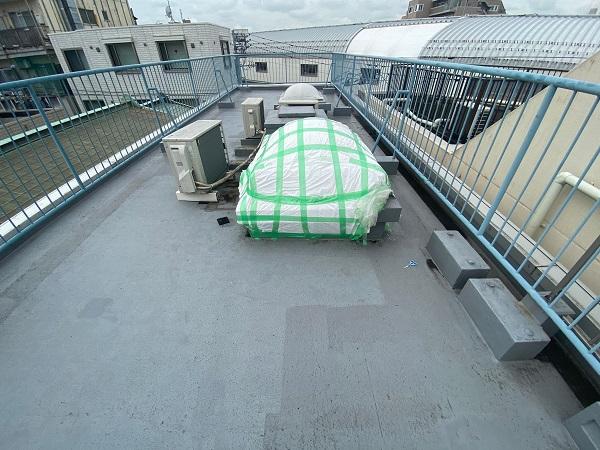 東京都世田谷区 Mビル 防水工事 屋上の劣化状況 天窓からの雨漏り (1)