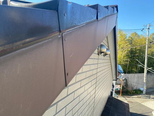 東京都大田区 N様邸 屋根塗装 事前調査 劣化症状 錆び 凹み 棟の浮き (1)