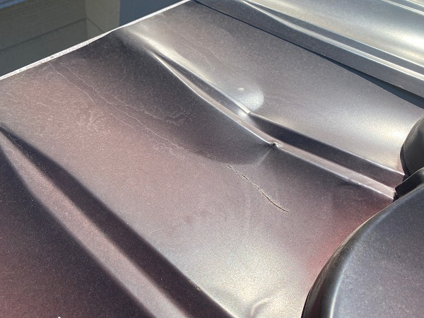 東京都大田区 N様邸 屋根塗装 事前調査 劣化症状 錆び 凹み 棟の浮き (7)