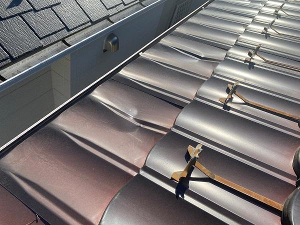 東京都大田区 N様邸 屋根塗装 事前調査 劣化症状 錆び 凹み 棟の浮き (8)