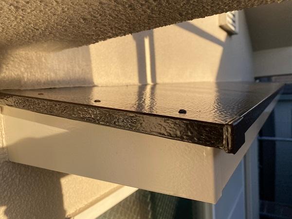 東京都杉並区 N様邸 屋根塗装・外壁塗装・付帯部塗装 庇の塗装 ケレン作業 (4)