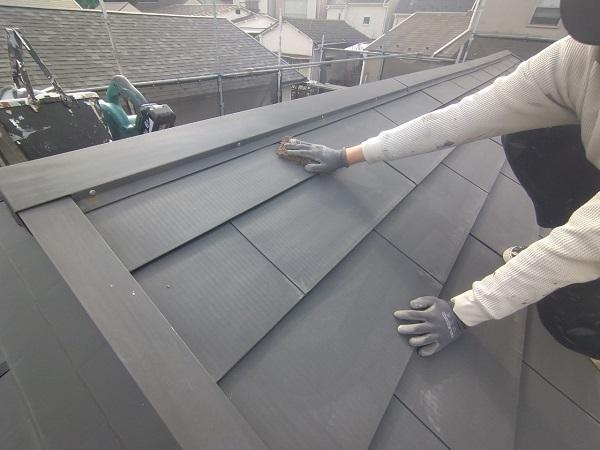 東京都中野区 T様邸 屋根塗装 破風板板金巻き 錆びの恐ろしさ ケレン作業 (2)