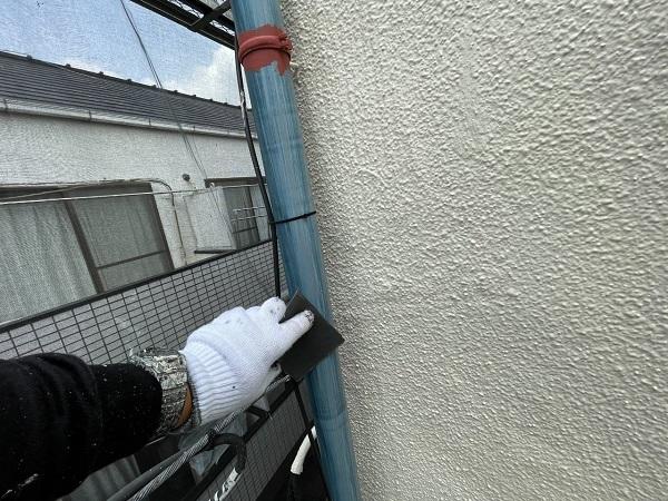 東京都世田谷区 B様邸 屋根塗装・外壁塗装・付帯部塗装・防水工事 雨樋の塗装 目荒らし (9)