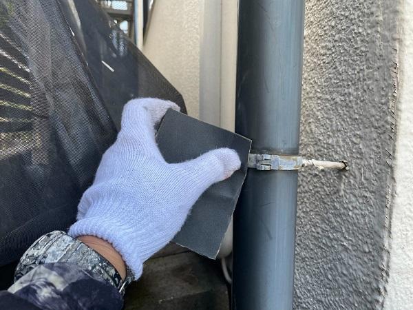 東京都世田谷区 B様邸 屋根塗装・外壁塗装・付帯部塗装・防水工事 雨樋の塗装 目荒らし (11)
