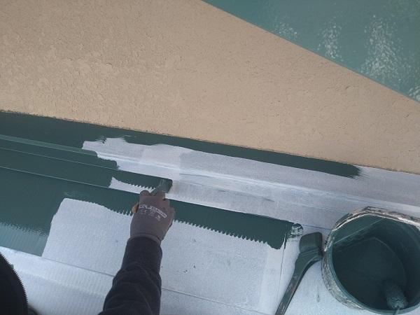 東京都中野区 T様邸 屋根塗装 破風板板金巻き 3度塗り 中塗りが必要な理由 (6)