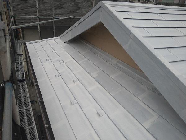 東京都中野区 T様邸 屋根塗装 破風板板金巻き 錆びの恐ろしさ ケレン作業 (5)