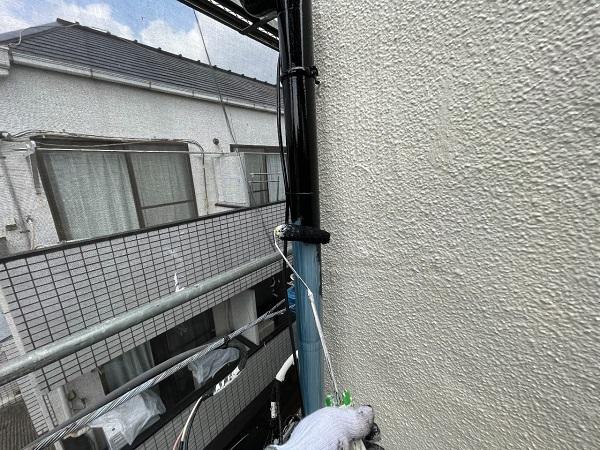 東京都世田谷区 B様邸 屋根塗装・外壁塗装・付帯部塗装・防水工事 雨樋の塗装 目荒らし (7)