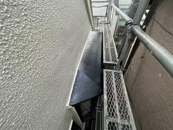 東京都世田谷区 B様邸 屋根塗装・外壁塗装・付帯部塗装・防水工事 出窓の屋根、換気フード塗装 (1)