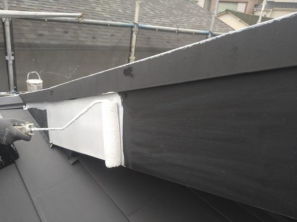東京都中野区 T様邸 屋根塗装 破風板板金巻き 雪止めとは 下塗り (6)