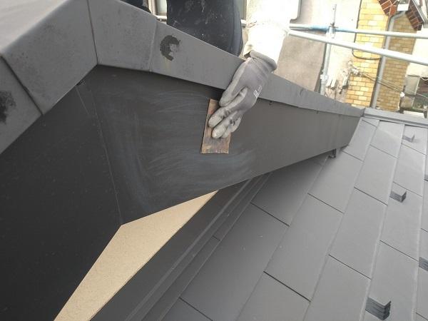 東京都中野区 T様邸 屋根塗装 破風板板金巻き 錆びの恐ろしさ ケレン作業 (6)